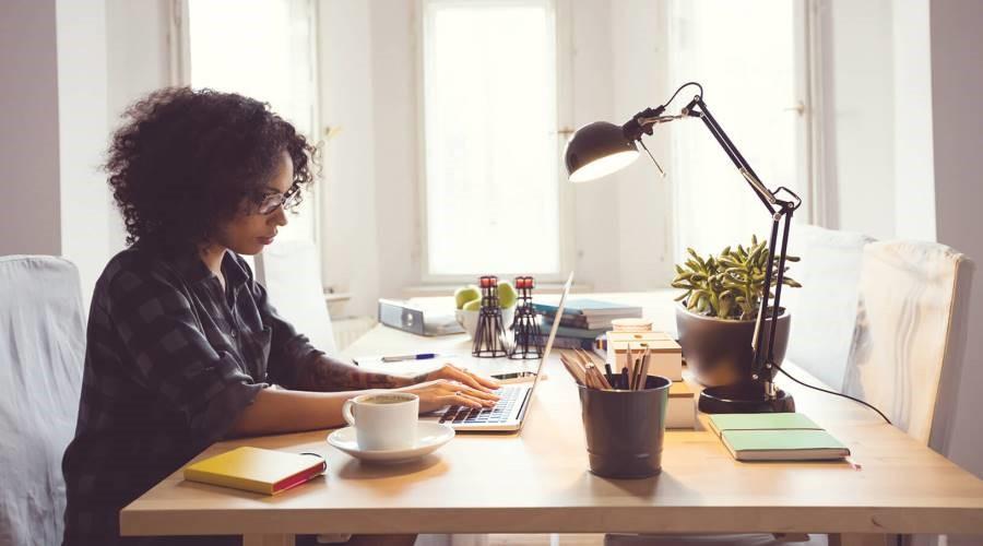 Por qué debe hacer revisiones de negocios desde su hogar