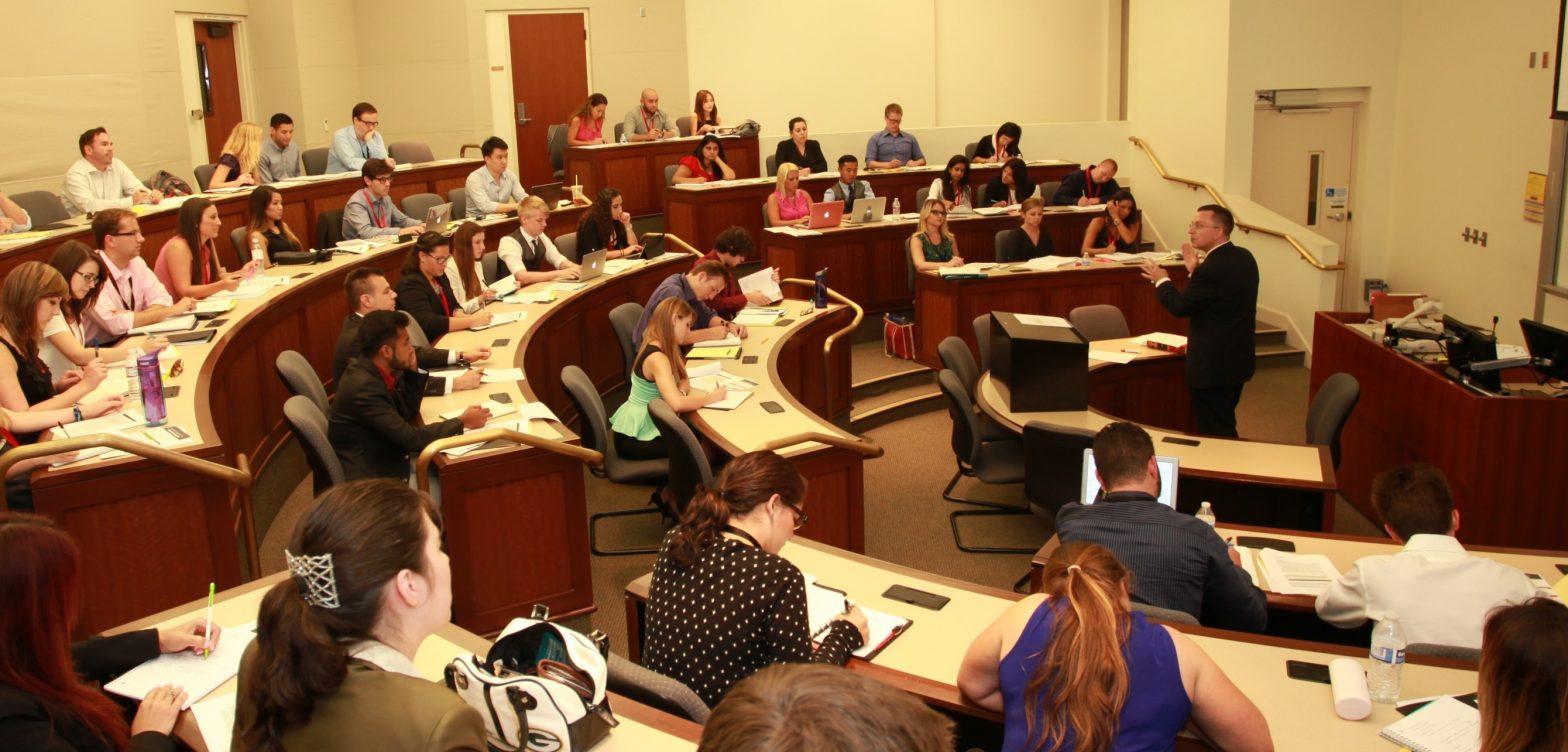 Revisión confidencial de la facultad de derecho